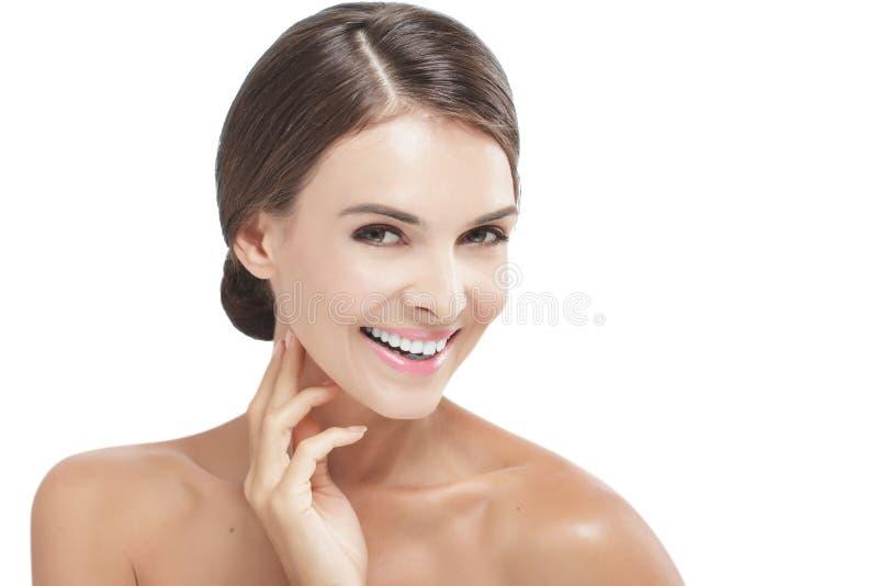 O modelo bonito com natural compõe o sorriso fotografia de stock