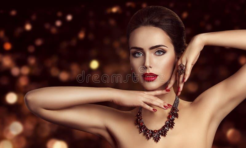 O modelo de forma Face Makeup, beleza da mulher compõe o retrato imagens de stock royalty free