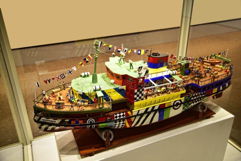 O modelo do barco Dazzle no museu em Albert Dock é um complexo de construções e de armazéns da doca em Liverpool, Inglaterra fotos de stock royalty free