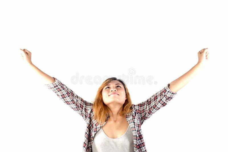 O moderno feliz entusiasmou a mulher com os braços aumentados para fora acima do isolado em w foto de stock