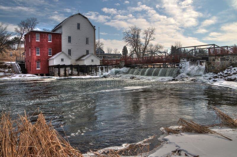 O moinho de Phelps é uma vista histórica em Minnesota rural fotografia de stock royalty free