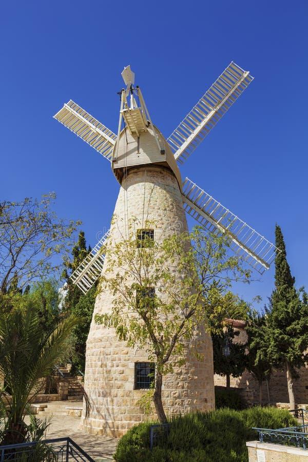 O moinho de vento de Montefiore jerusalem fotos de stock royalty free