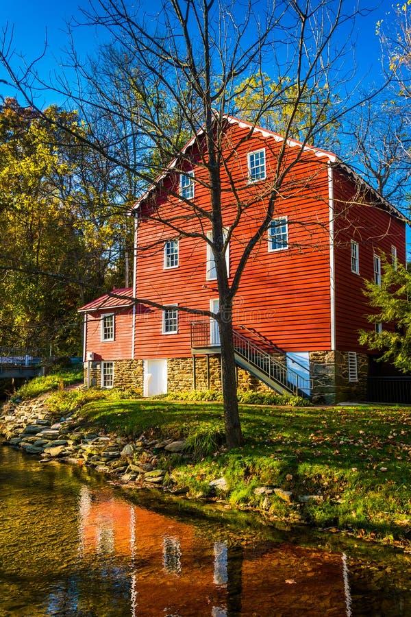 O moinho transversal histórico, no Condado de York rural, Pensilvânia fotos de stock royalty free