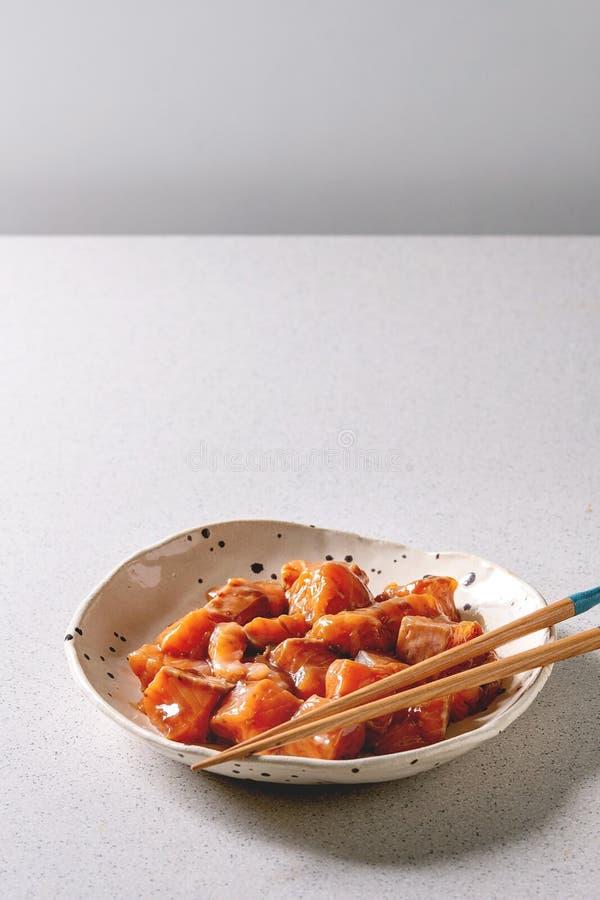 O molho de soja pôs de conserva salmões foto de stock royalty free