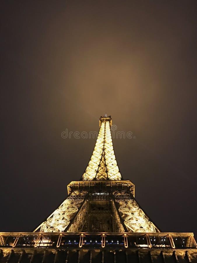 O momento da torre Eiffel em Paris fotografia de stock royalty free