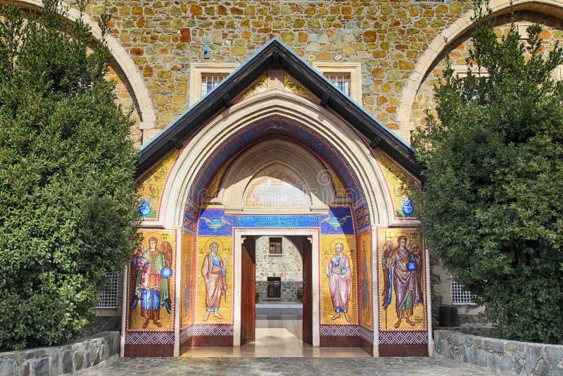 O monastério antigo 1081 de Kykkos ornated pelo mosaico dos ícones, Chipre imagens de stock