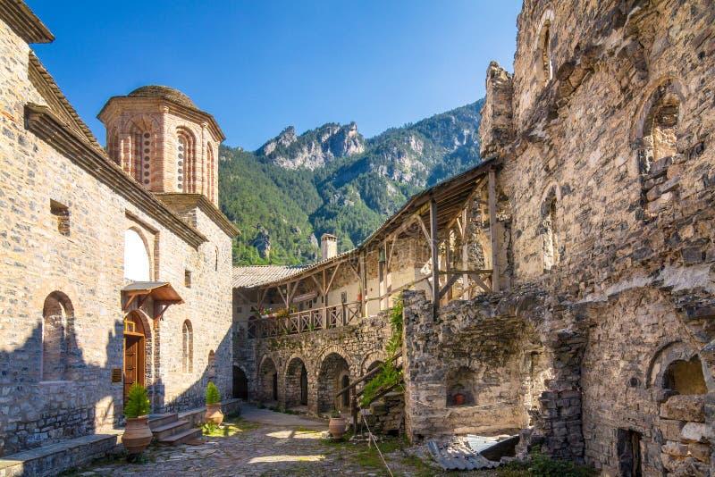 O monastério de Agios Dionysios em Olympus, Grécia foto de stock royalty free