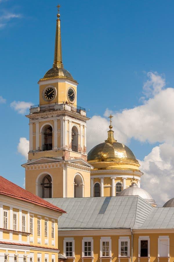 O monastério de Nilov é situado na ilha de Stolobny no lago Seliger fotos de stock royalty free