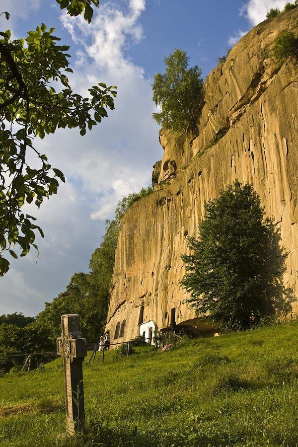 O monastério de pedra dos corvos fotos de stock royalty free