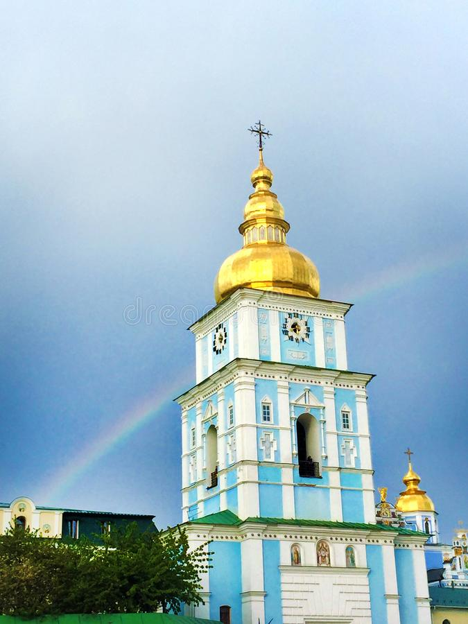 O monastério Dourado-abobadado de St Michael da torre de Bell, Kiev, Ucrânia foto de stock