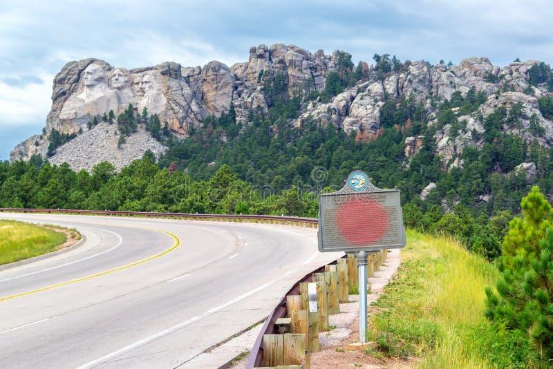 O Monte Rushmore e estrada fotos de stock royalty free