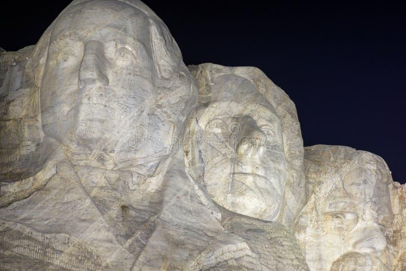 O Monte Rushmore na noite fotografia de stock royalty free