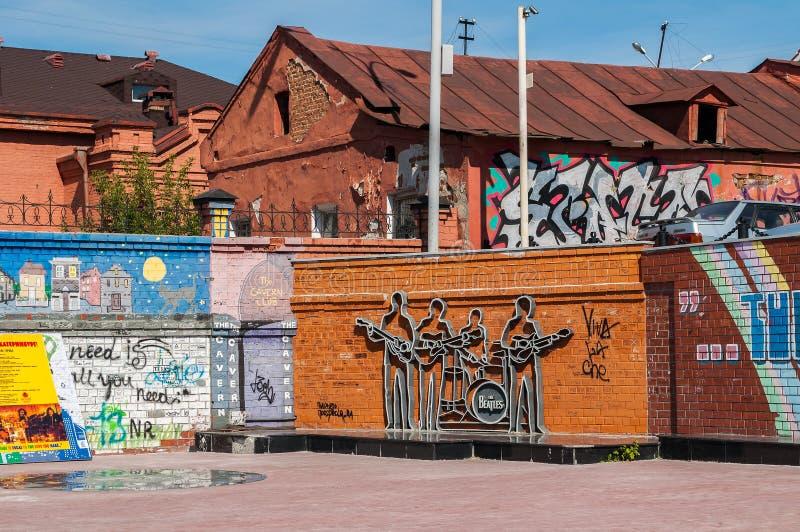 O monumento ao Beatles em Ekaterinburg, Rússia imagens de stock