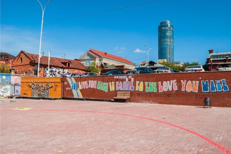 O monumento ao Beatles em Ekaterinburg, Rússia fotografia de stock royalty free