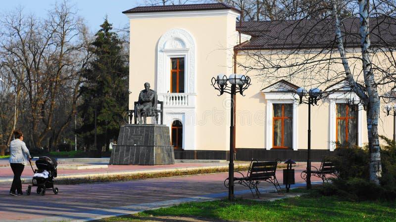 O monumento ao escritor Ali Shogentsukov de Kabardian fotografia de stock royalty free
