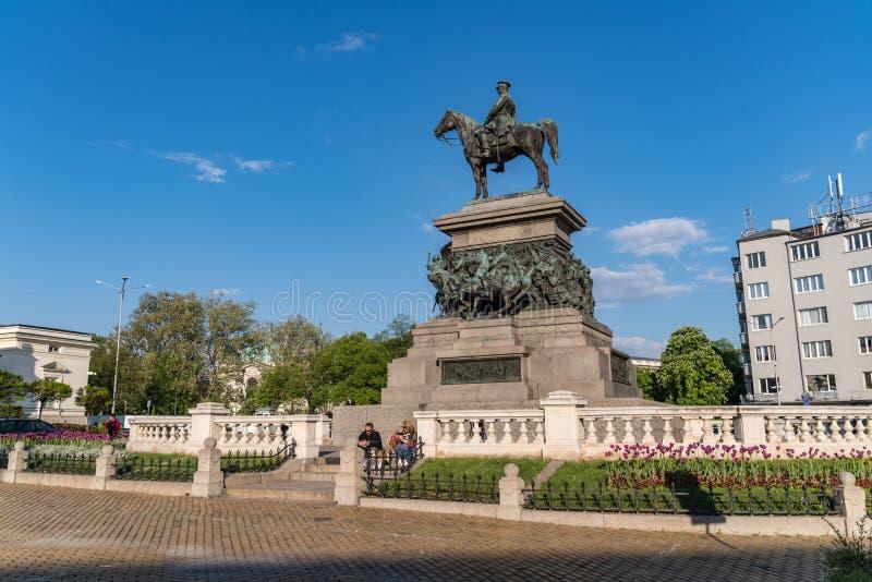 O monumento ao libertador Alexander do czar II É o monumento imponente dos russos que o imperador se senta a cavalo na cidade foto de stock