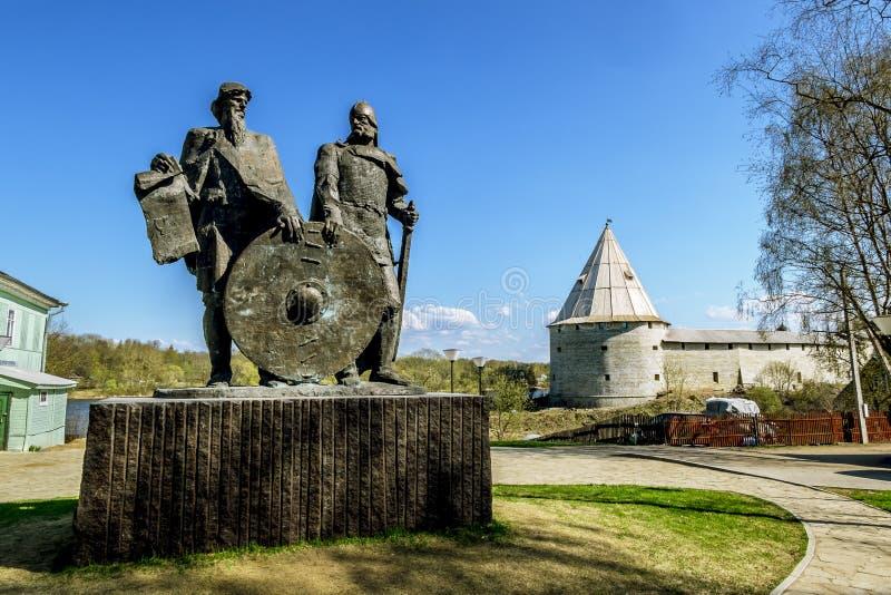 O monumento aos príncipes Rurik e Oleg Prophetic no Lado velho imagem de stock royalty free