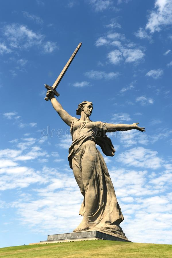 O monumento as chamadas da pátria do Mamaev Kurgan em Volgograd fotos de stock royalty free