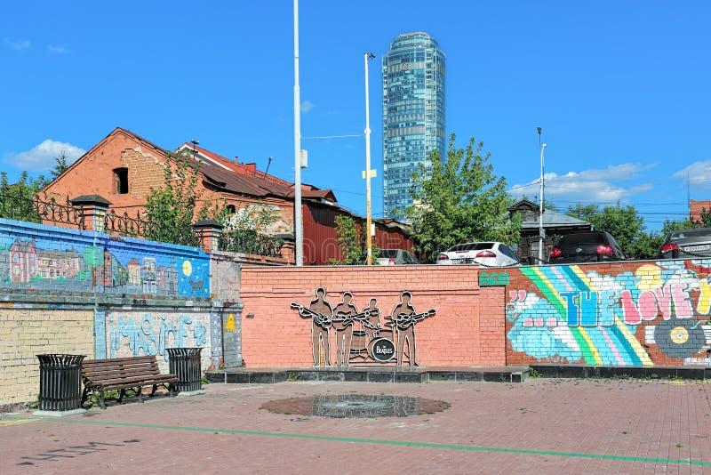 O monumento de Beatles em Yekaterinburg, Rússia fotos de stock royalty free