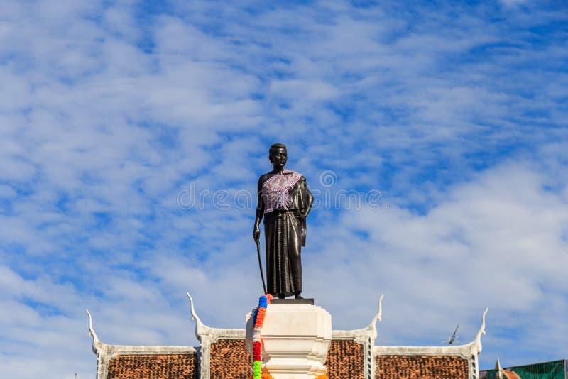 O monumento de Thao Suranaree para recorda a bravura na coragem do AG foto de stock