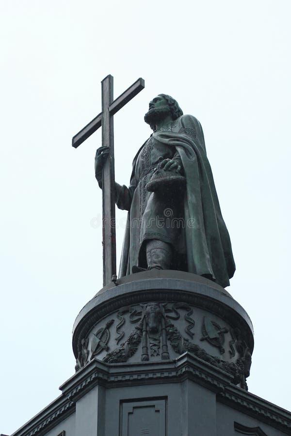 O monumento dedicou ao príncipe de Kiev Vladimir o grande construído em 1853 A estátua de bronze do Baptizer dos povos do ` de ru foto de stock