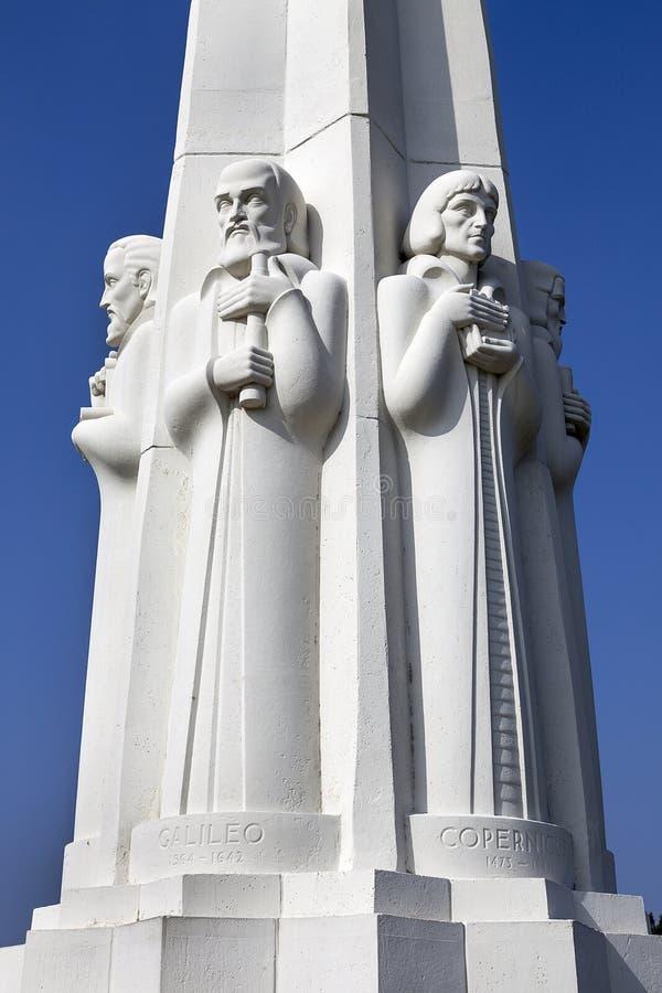 O monumento do astrónomo, obervatório de Griffith, Los Angeles imagem de stock