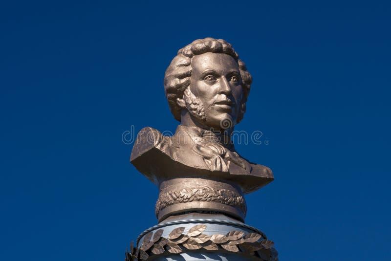 O monumento foi erigido na memória do grande poeta A do russo S pushkin imagens de stock