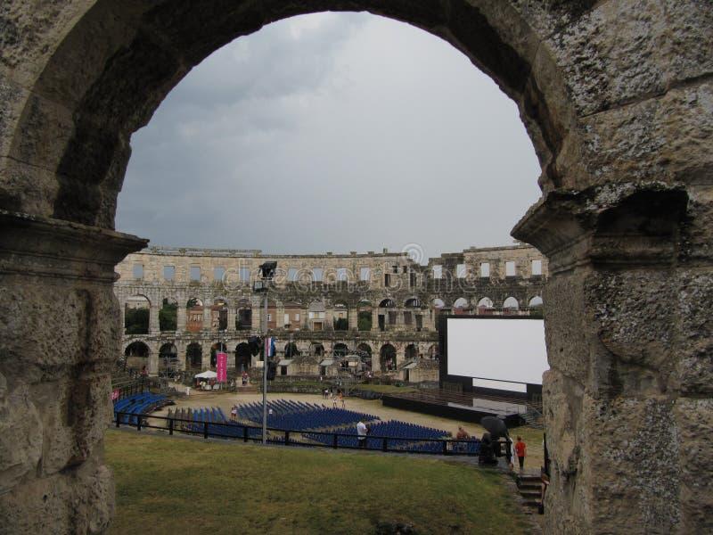 O monumento o mais famoso e o mais importante nos Pula, chamou popularmente a arena dos Pula Croácia, Istra - 18 de julho de 2010 fotografia de stock
