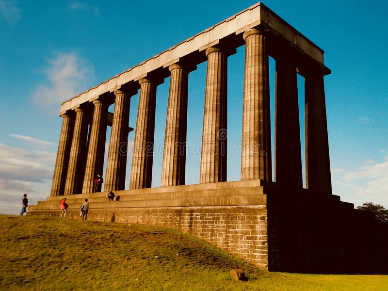 O monumento nacional em Edimburgo, Escócia imagem de stock royalty free