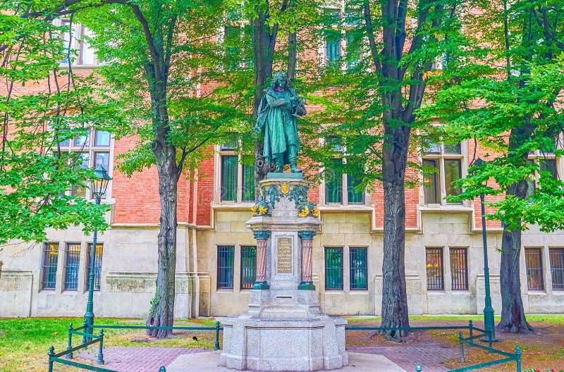 O monumento a Nicolaus Copernicus em Krakow, Polônia fotos de stock royalty free