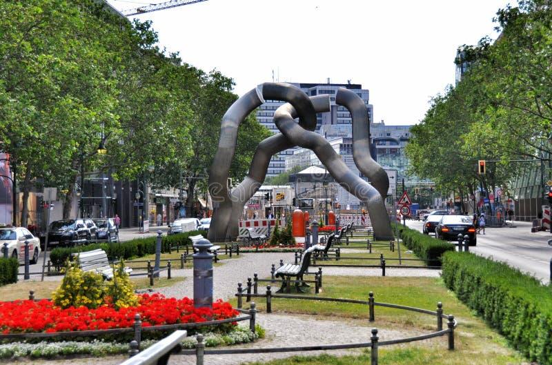 O monumento que comemora a unificação de Berlim fotografia de stock