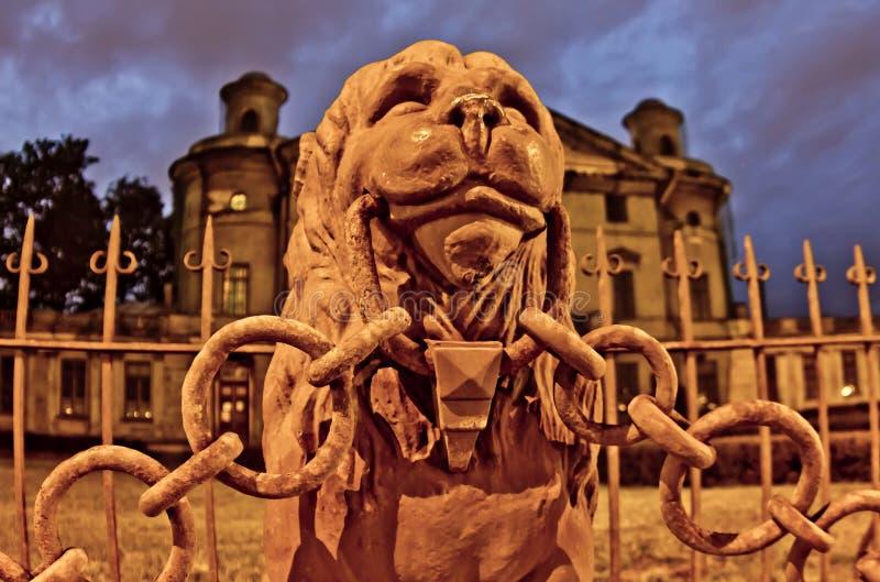 O monumento sob a forma de um leão foto de stock royalty free