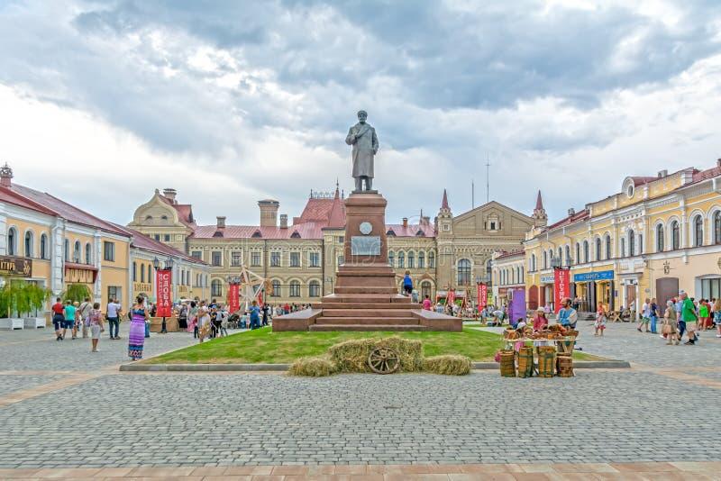 O monumento a Vladimir Lenin R?ssia, regi?o de Yaroslavl, Rybinsk fotografia de stock