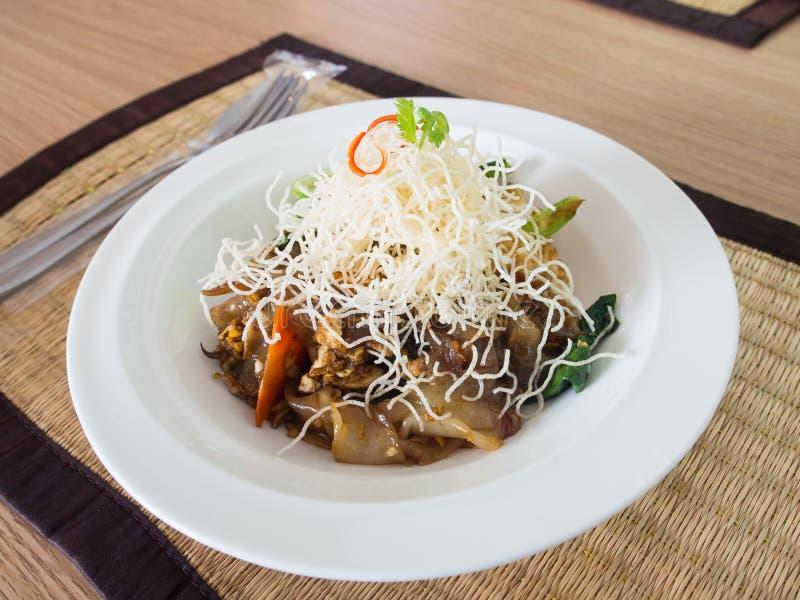 O MOO do SE ew da almofada é nome agitação tailandesa favorita do macarronete liso fritado imagem de stock