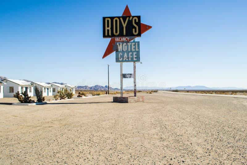 O motel, o café e o posto de gasolina de Roy na rota 66 fotografia de stock royalty free