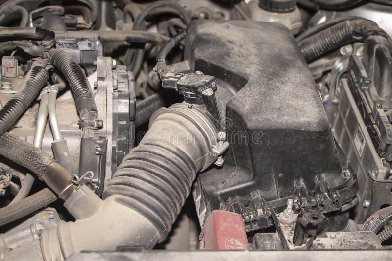 O motor do carro moderno na poeira imagens de stock royalty free
