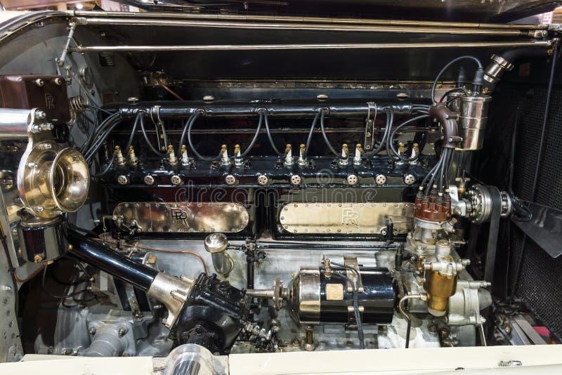O motor do seis-cilindro do carro luxuoso Rolls-Royce Phantom mim popa Tourer, 1928 fotos de stock