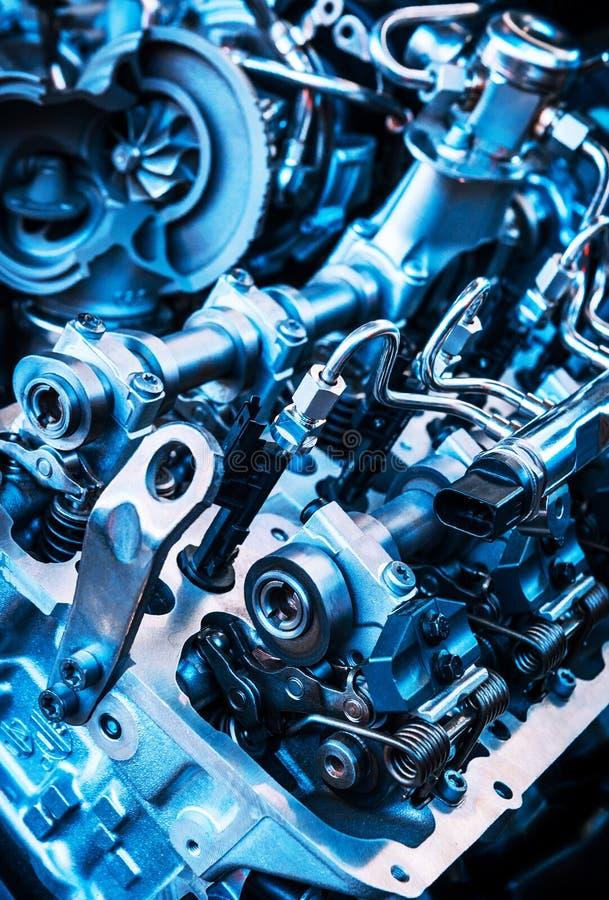 O motor poderoso de um carro Projeto interno do motor Peça do motor de automóveis Motor de automóveis poderoso moderno foto de stock