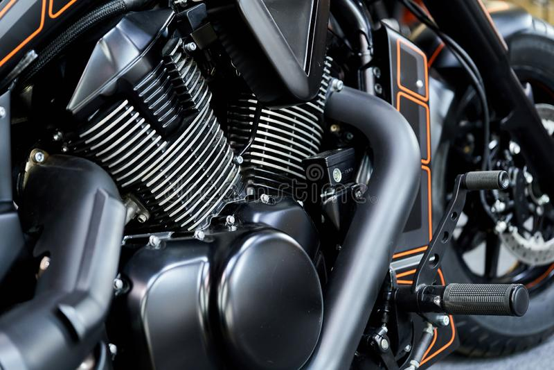 O motor poderoso de um close up moderno da motocicleta A disposição do motor imagem de stock