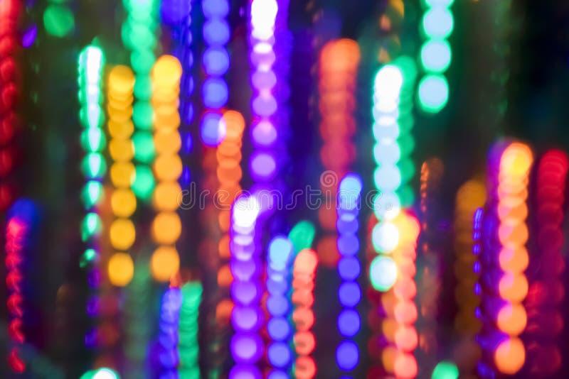O movimento colorido das luzes de Natal borra o fundo de Bokeh fotos de stock