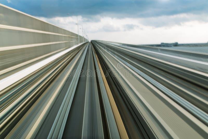 O movimento movente borrou o trem e a estrada, Kobe Japan fotografia de stock royalty free