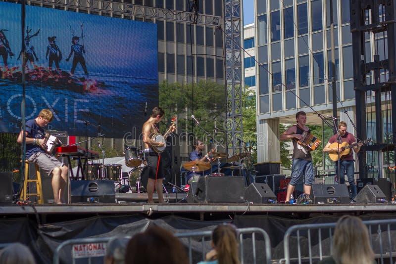 O Moxie da faixa na fase no Fest irlandês em 2014 fotografia de stock royalty free