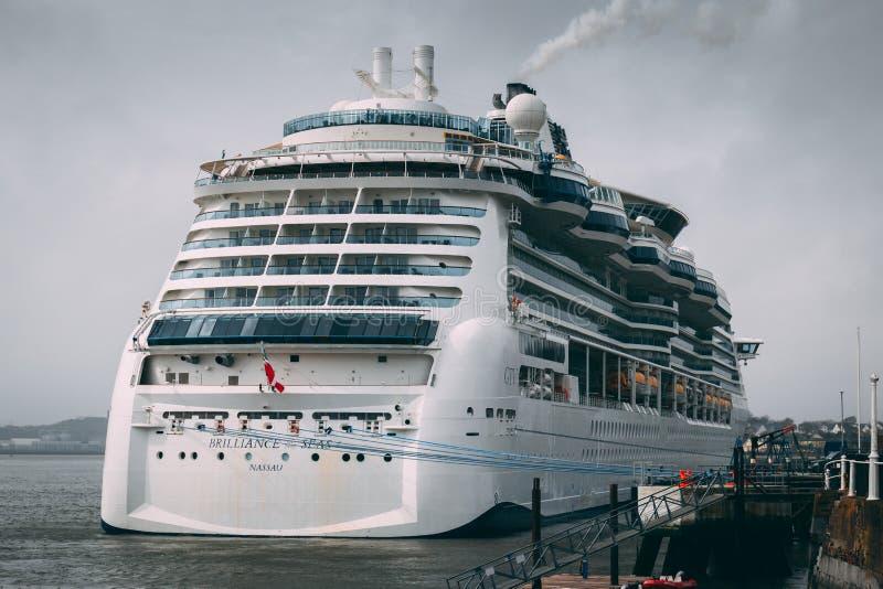 O MS Brilliance dos mares Nassau, um navio de cruzeiros que pertence à classe das caraíbas real do esplendor do ` s entrou no por imagem de stock