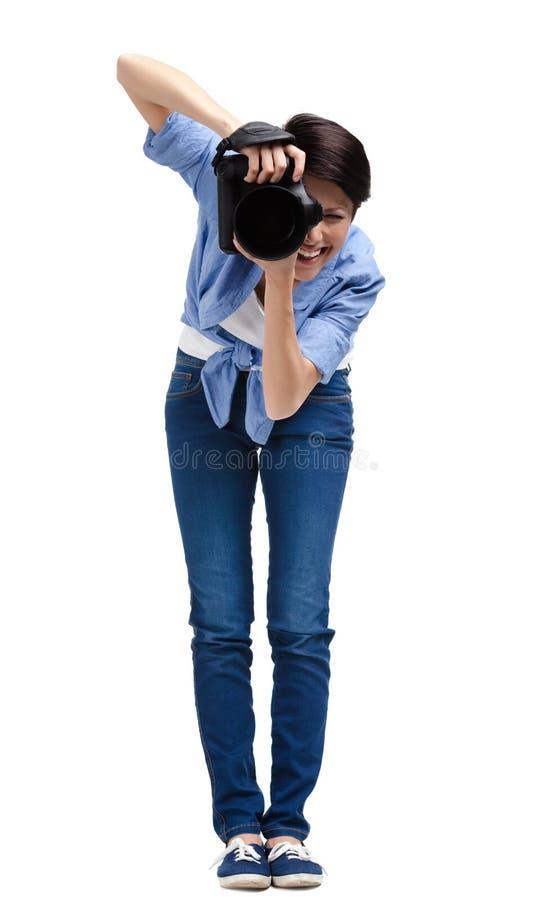 O mulher-fotógrafo criativo toma tiros fotos de stock royalty free