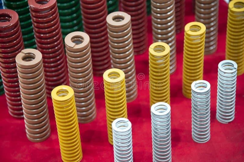 O multi-tamanho da mola de bobina industrial fotografia de stock royalty free