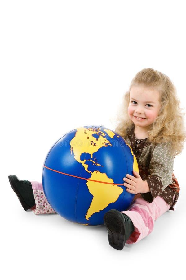 O mundo pertence nas mãos das crianças fotos de stock