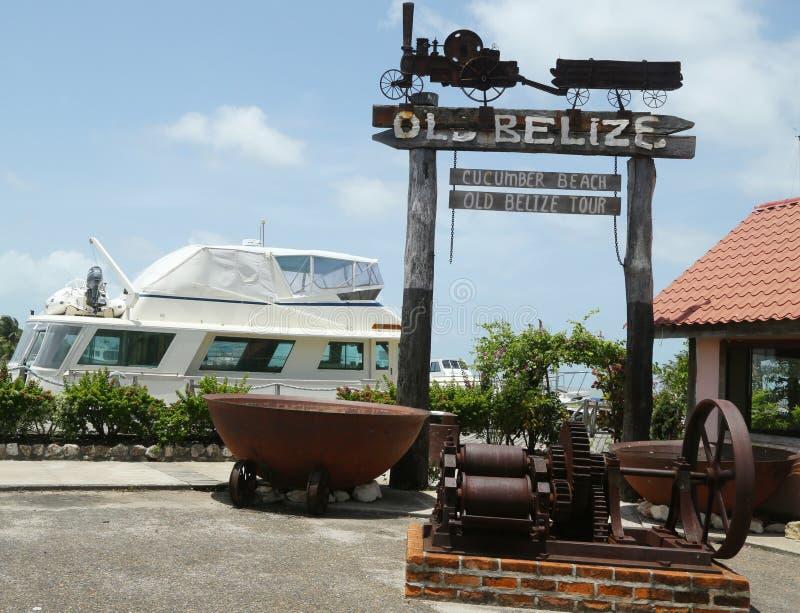 O museu de Belize e a praia velhos do pepino assinam dentro a cidade de Belize imagem de stock royalty free