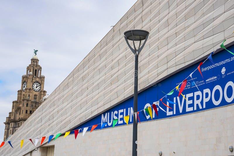 O museu de Liverpool no dockside em Liverpool imagem de stock