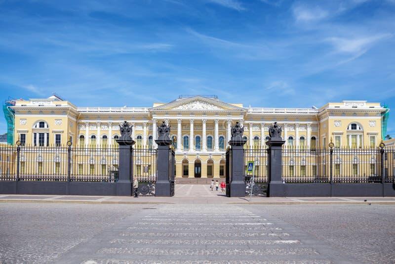 O museu do russo do estado (palácio de Mikhailovsky) em St Petersburg fotos de stock royalty free
