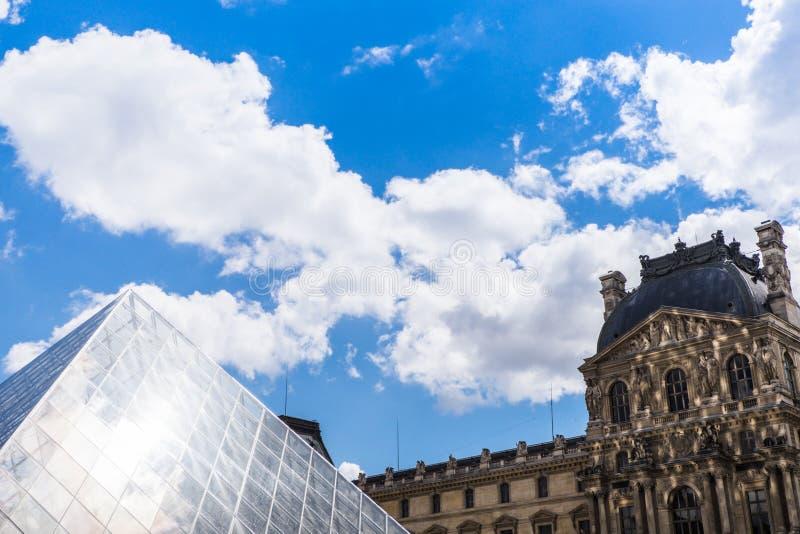 O museu grande do Louvre imagem de stock